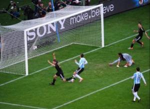 Avec son 4è but du mondial, Thomas Müller plombe l'Argentine au bout de 3 minutes